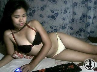 profile xxwetpussie4u is currently Live Free Chat