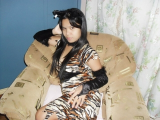 profile ShowGirl03 is currently Live Free Chat